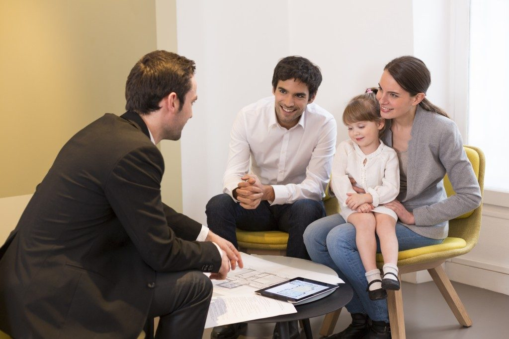 Financial advider talking to family
