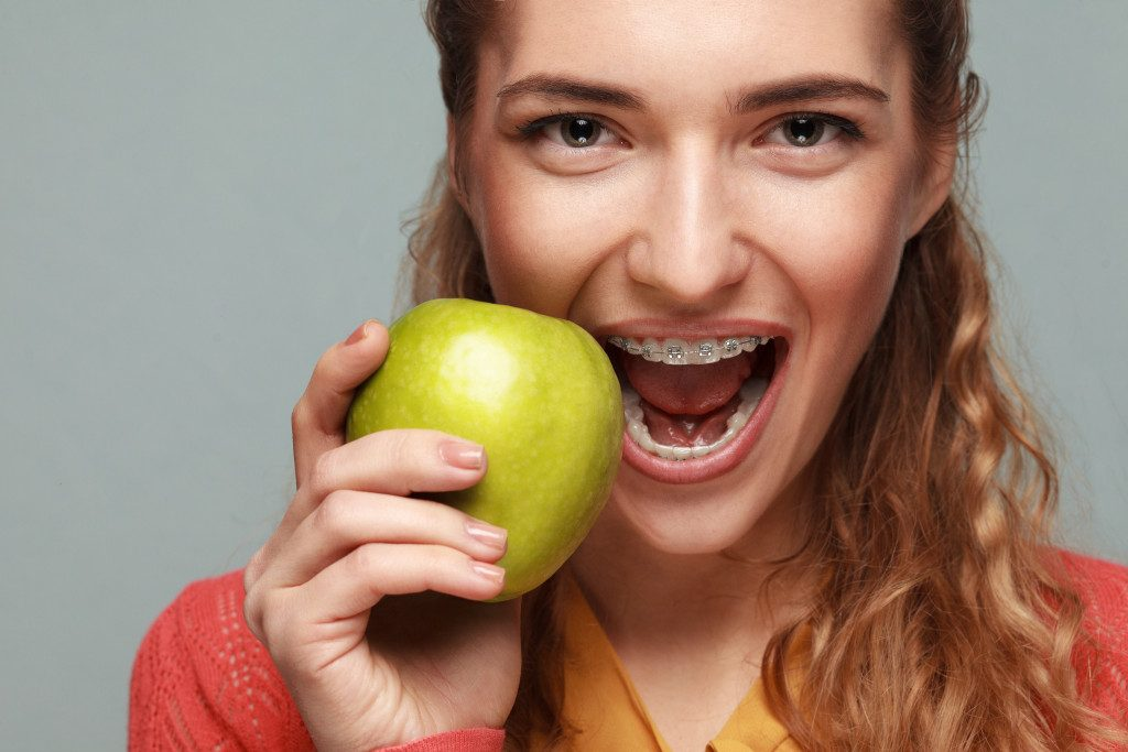 Eating apple with teeth on braces